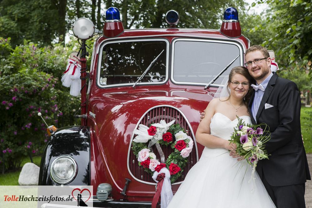 Ein altes Feuerwehrauto als Hochzeitsauto