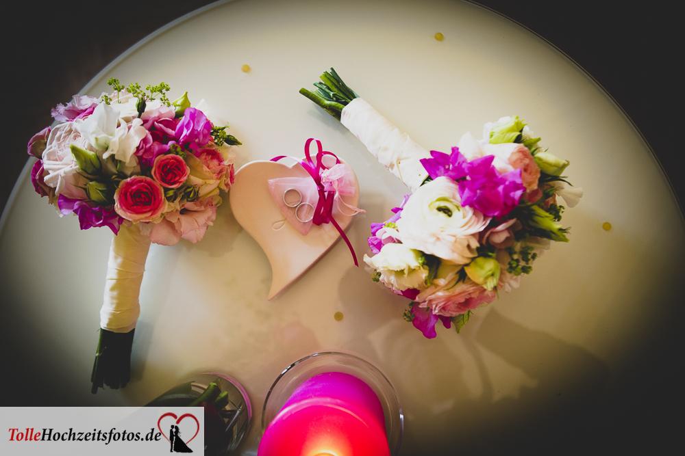 Die Brautsträuße und die Ringe