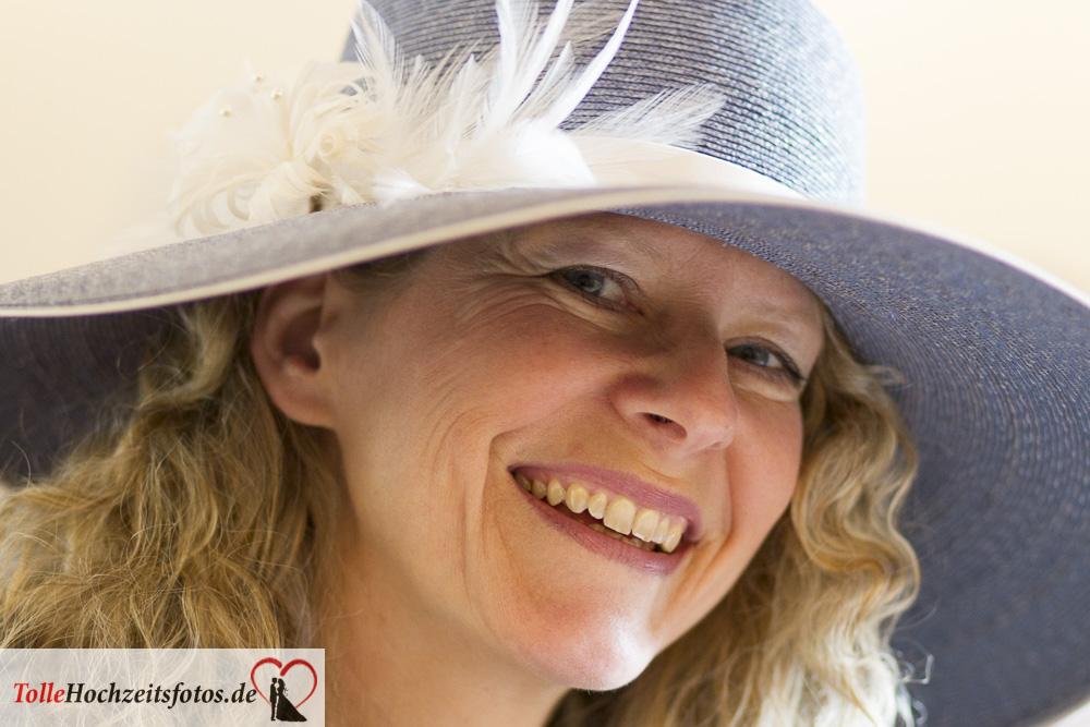 Hochzeitsfotograf in Hamburg die Braut mit Hut