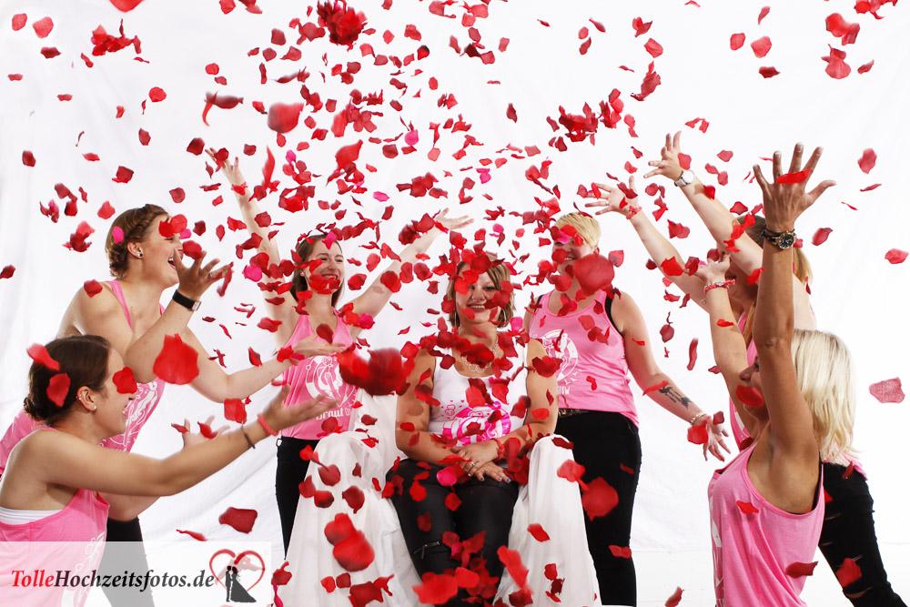 Rosenblüten beim Junggesellinnenabschied im Fotostudio.
